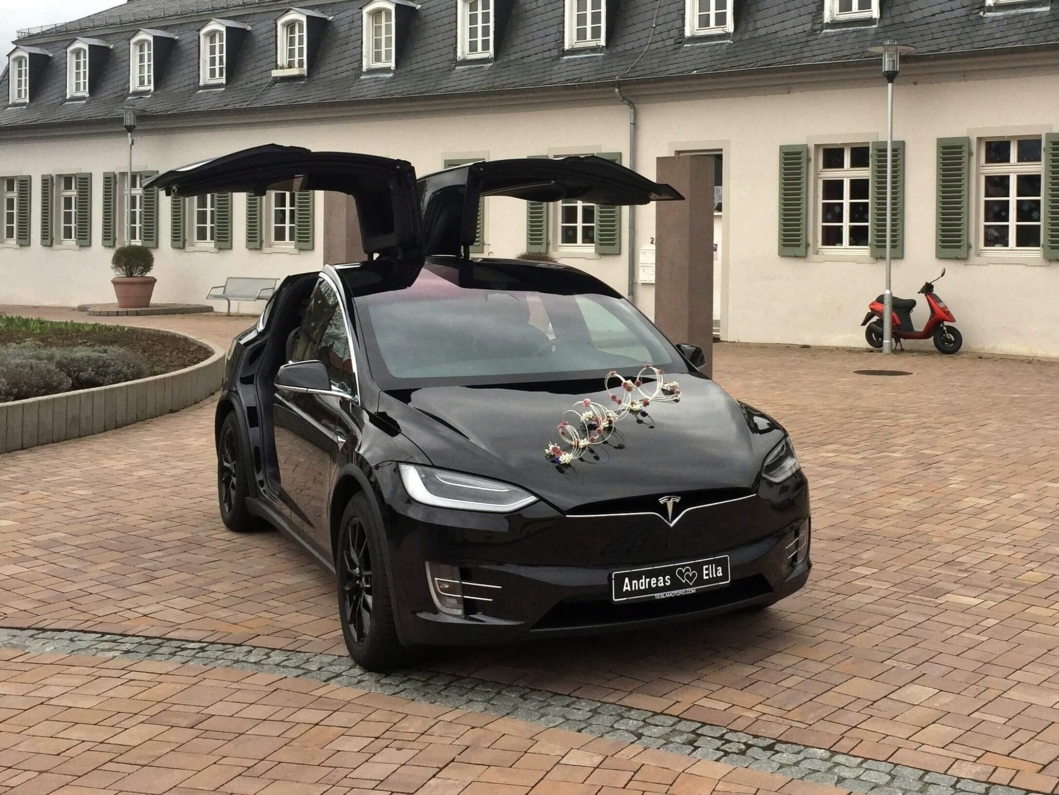 Tesla Model X Black Beauty Hochzeit Andreas