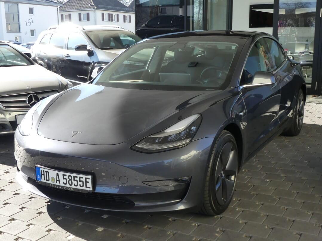 Tesla Model 3 AWD Greta