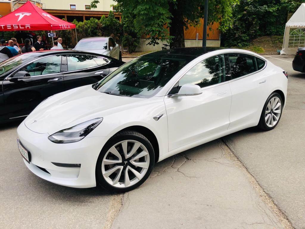 Tesla Model 3 Performance mieten in Bad Homburg