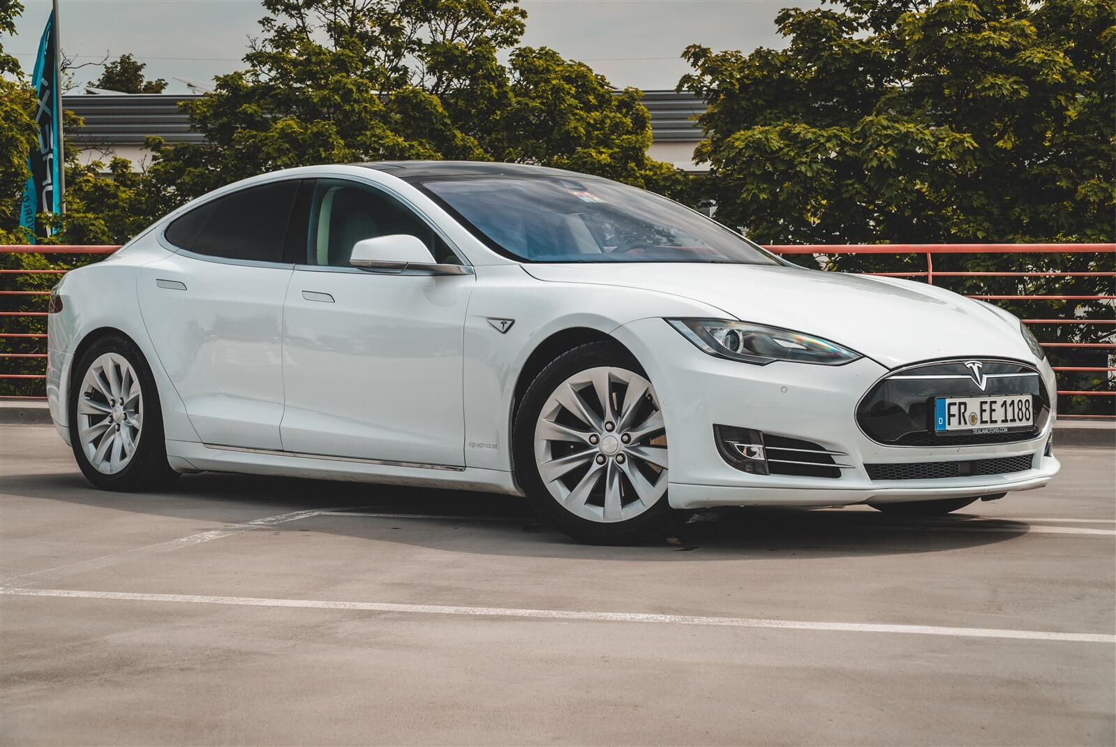 Tesla Model S mieten Freiburg
