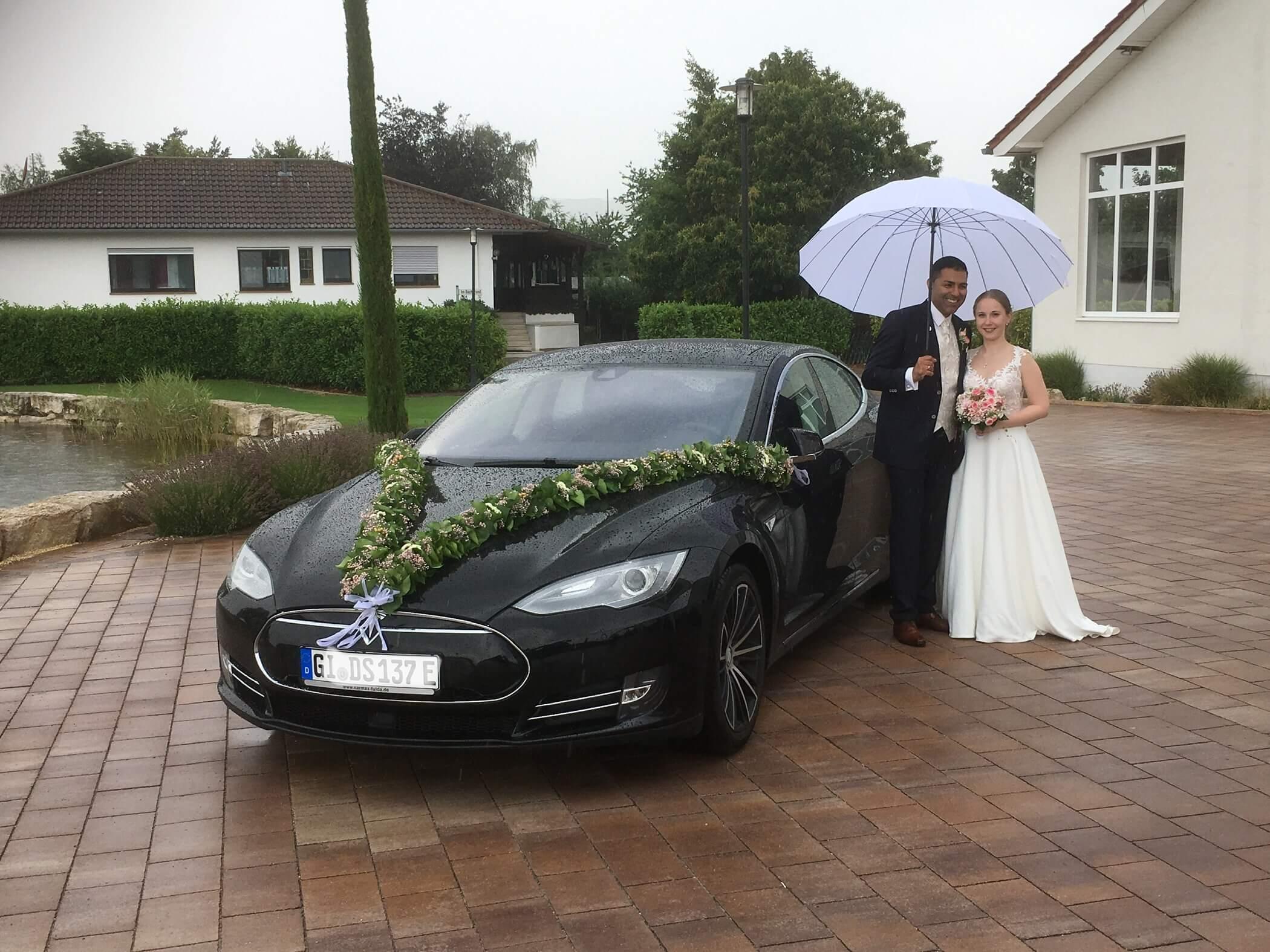 Tesla Model S 85 mit Chauffeur mieten in Staufenberg bei Gießen