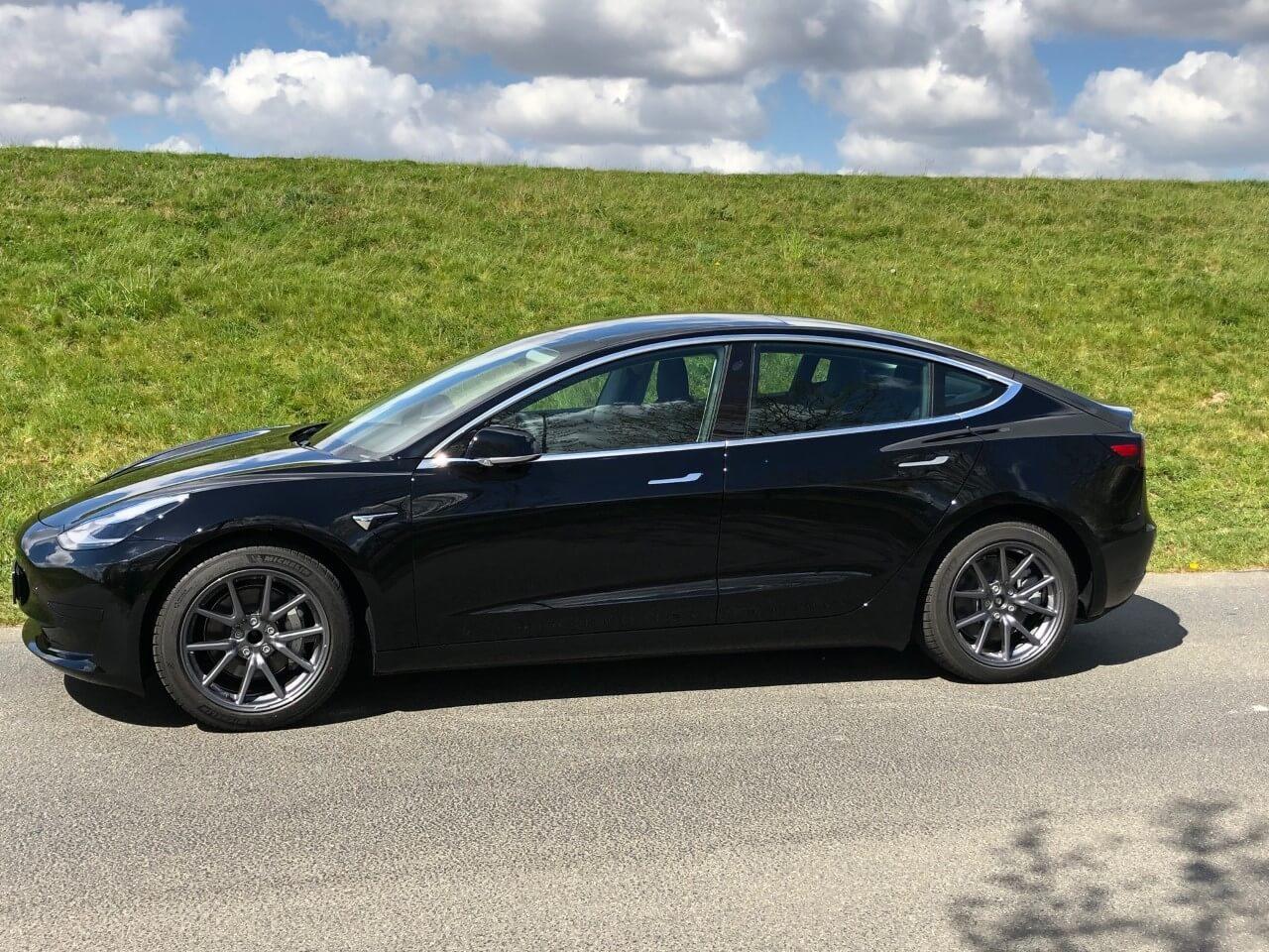 Tesla Model 3 mieten Bremen