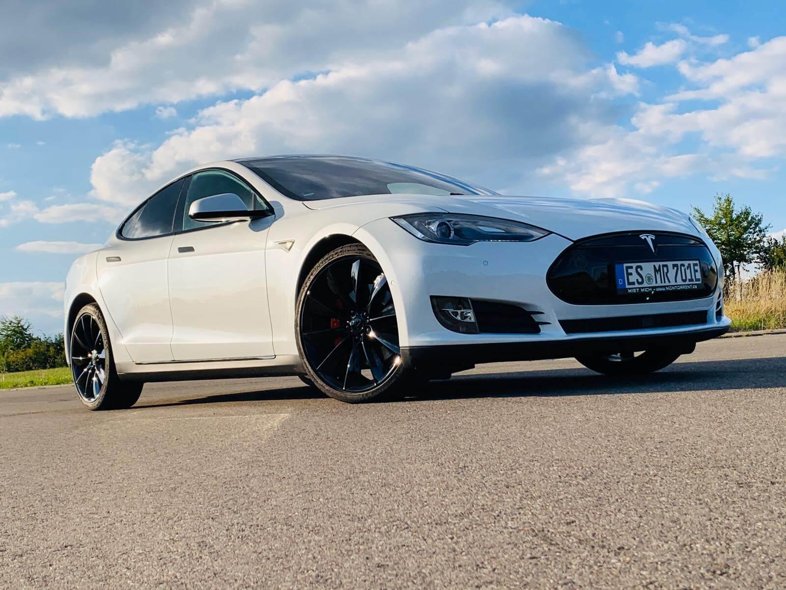Tesla Model S mieten in Filderstadt bei Stuttgart