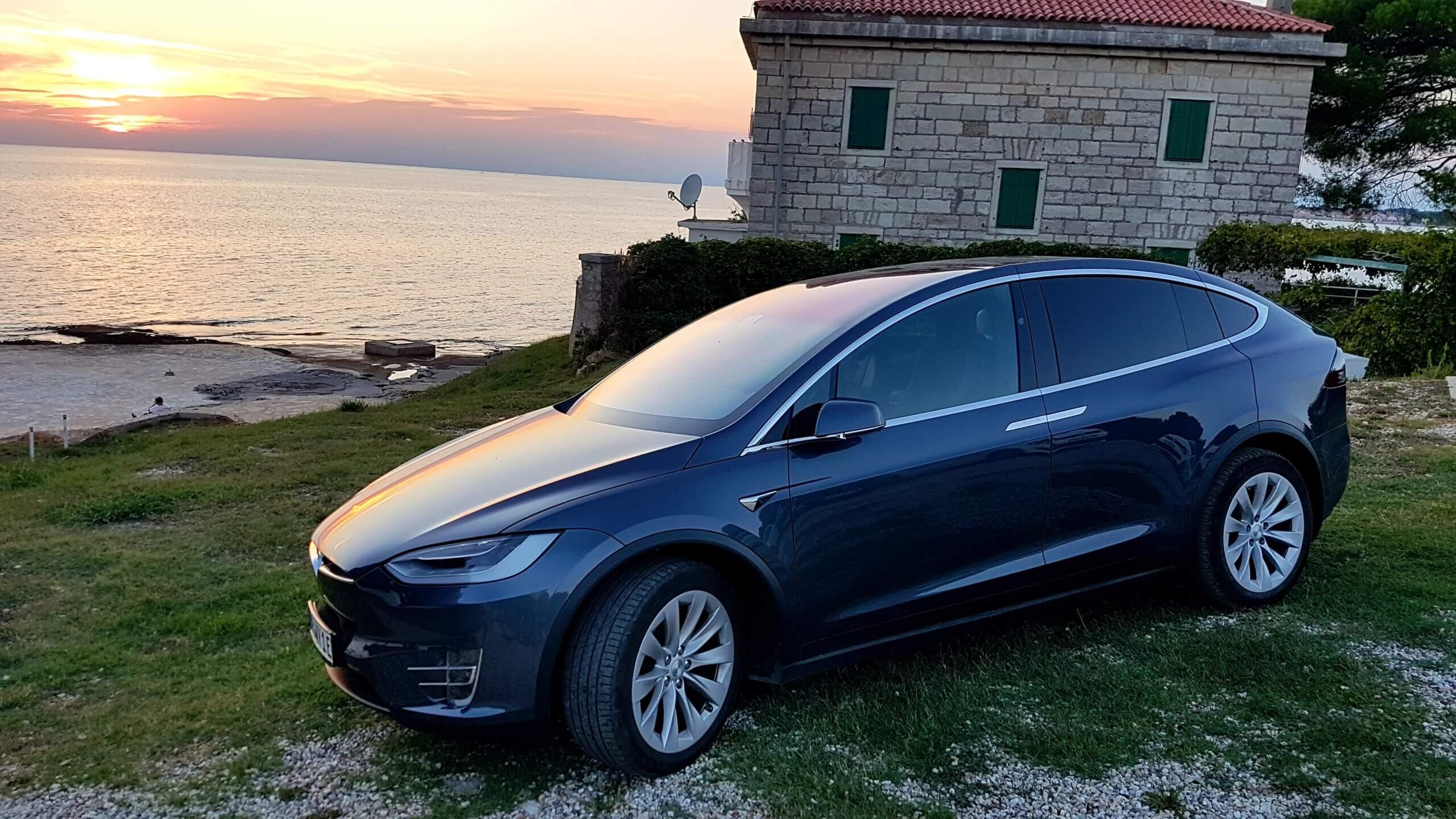 Tesla Model X mieten in Bühl